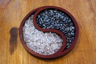 Lade- Entladeschale Yin Yang aus Holz, versch. Farben Braun