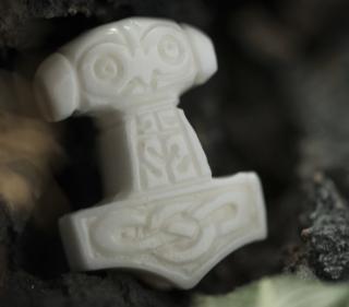 Bartperle und Lockenperle Mjölnir3, Thors Hammer, Knochen