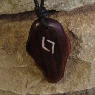 Amulett Anhänger Rune Jera, Rosenholz