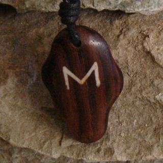 Amulett Anhänger Rune Ehwaz, Rosenholz