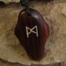 Amulett Anhänger Rune Mannaz, Rosenholz