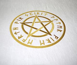 Hexen Handtuch Saunatuch Pentagramm gold gestickt
