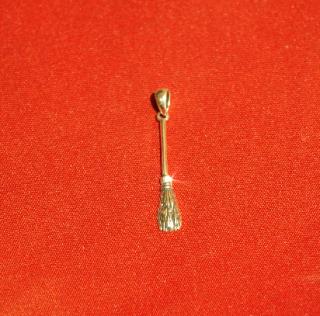 Amulett Anhänger Hexenbesen Flugbesen