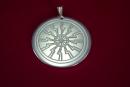 Amulett Anhänger Sonnenrad, versilbert