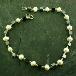 Hämatit und Perle (ausverkauft)